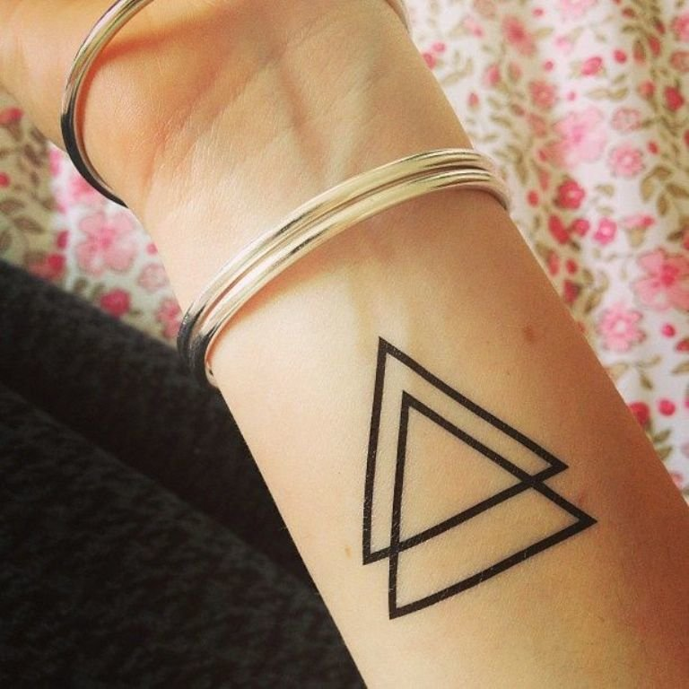 tatuajes geométricos triangulo simple